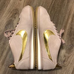 Nike Classic Cortez SE 'Diffused Taupe' Sneakers